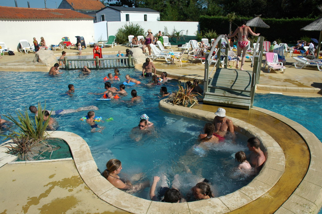 camping vendee piscine chauffée jacuzzi
