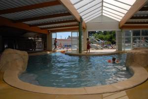 Camping piscine couverte les sables d 39 olonne camping le for Piscine les sables d olonne
