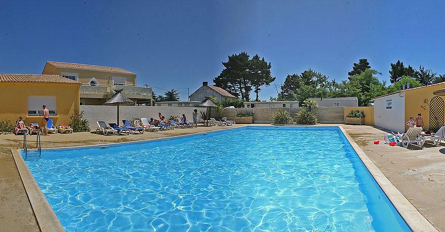 piscine exterieure rectangulaire camping domaine de l oree olonne sur mer