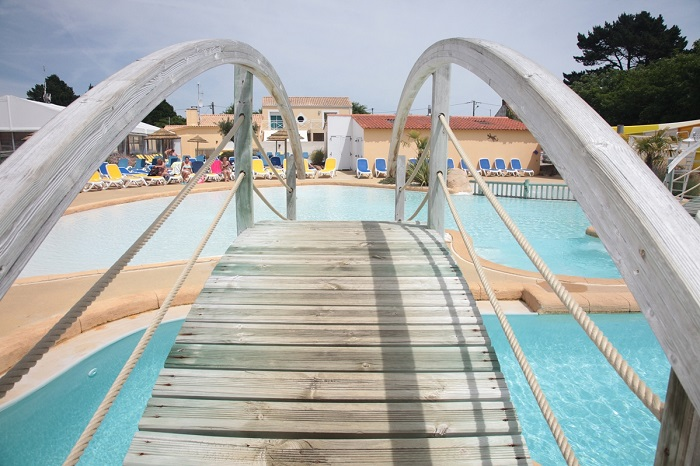piscine du camping avec accès direct à la plage en Vendée