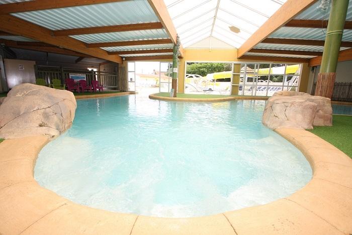 camping luxe avec piscine couverte