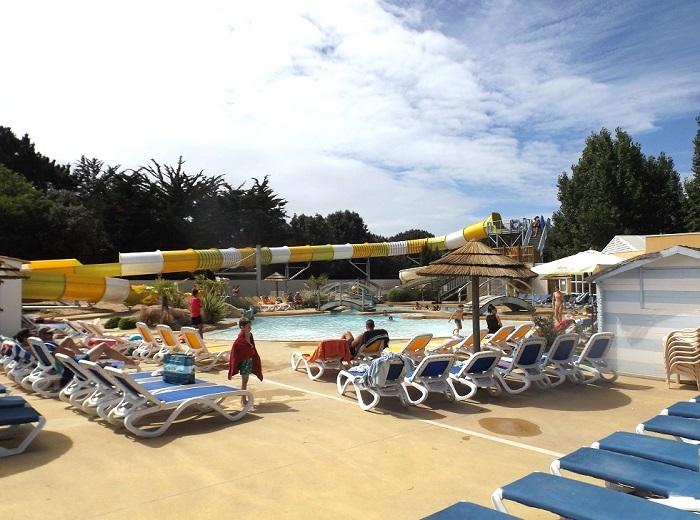 piscine avec toboggans aux sables d'olonne