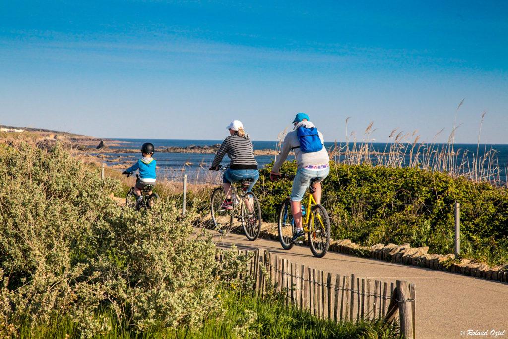 accès facile à la plage à vélo